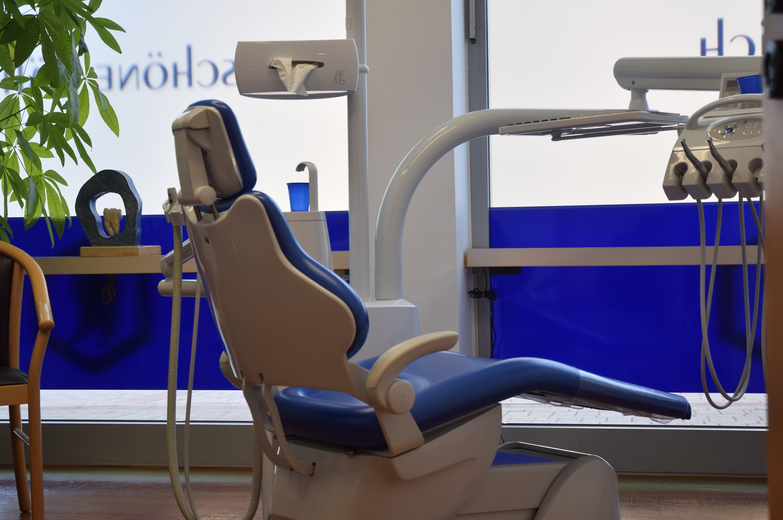Behandlung Zahnarzt Mettingen